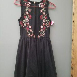 Nwt.. Flowy DRESS